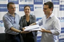 Projeto executivo para revitalização da Bocaiúva é entregue ao prefeito