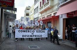 Lojas fecham as portas por uma hora em protesto contra o comércio ilegal